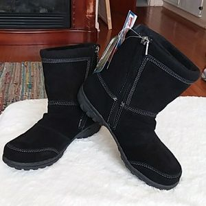 NWT Khombu Leather Boots